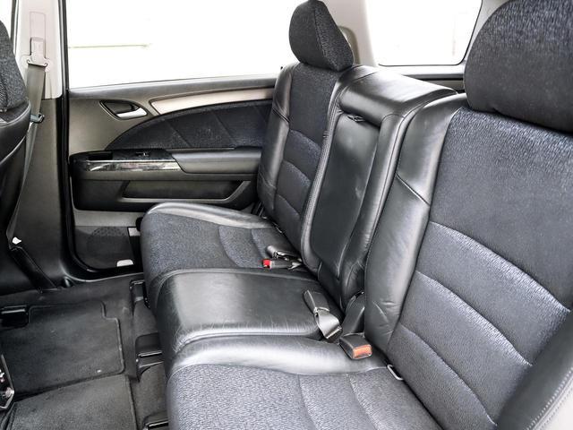 【室内空間】天井・室内等とても綺麗な車両となっております。もちろん気になる匂いや汚れ等もない室内空間ですので、タバコ嫌いや匂いに敏感なお客様でも安心してご検討頂けます。