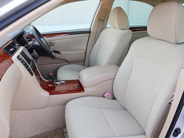 ロイヤルサルーン HDDナビ パワーシート バックカメラ スマートキー 禁煙車 1年保証付き プッシュスタート Bluetooth HIDヘッドライト ETC 純正アルミホイール オートエアコン オートライト(24枚目)