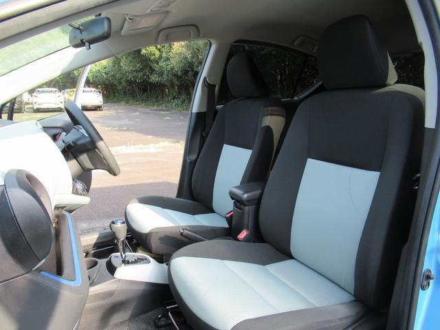 メーターやスウィッチやレバーなどは、スッキリとしたデザインでとても見やすく、安全運転のお役に立ちます☆
