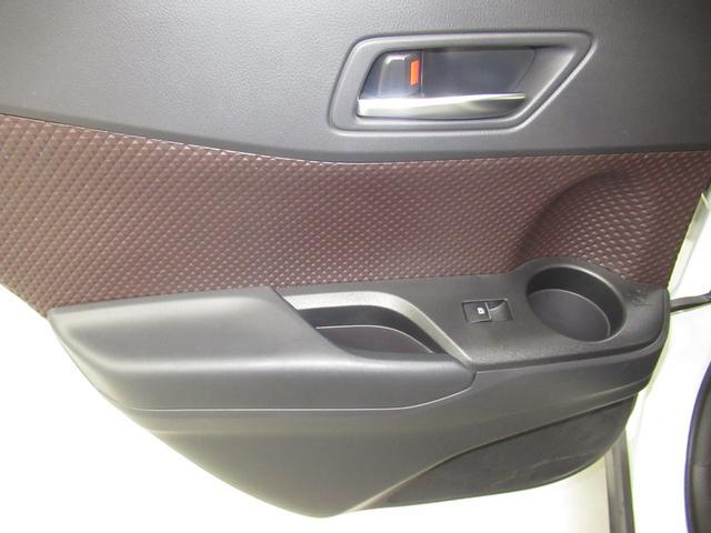G LEDエディション ハイブリッド ワンオーナー ハーフレザー 安全装備 衝突被害軽減システム 横滑り防止機能 ABS エアバッグ オートクルーズコントロール 盗難防止装置 バックカメラ ETC CD スマートキー(30枚目)