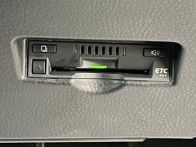 S フルセグ9型ナビ バックカメラ ETC スマートキー プッシュスタート クルーズコントロール ドライブレコーダー 純正アルミ ステアリングリモコン(8枚目)