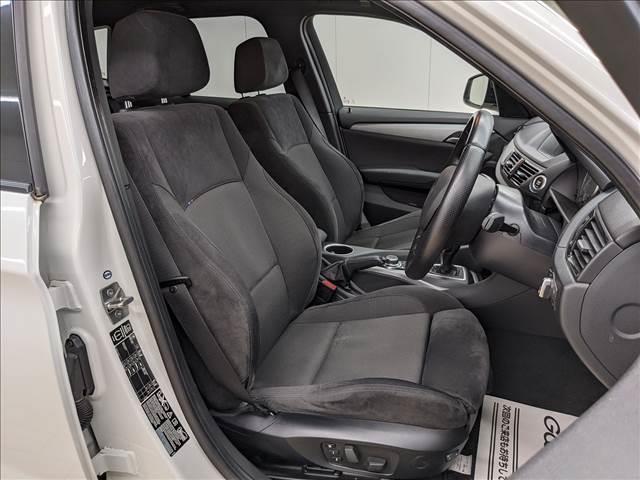 Mスポーツ専用のシートでホールド性が高く運転疲れしにくいです。