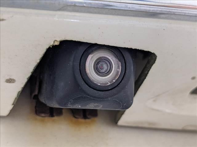駐車時も安心なバックモニターを装備。