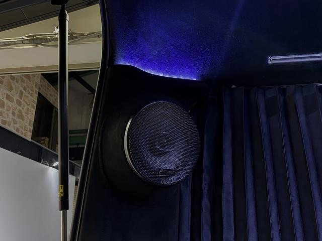 スーパーGL ダークプライム 自社ユーザー様買取・ワンオーナー・TRD16インチAW・3ナンバー乗用車登録・2インチリフトアップ・床フローリング・フェリソニン全面施工・マルチウェイベットキット・内装張り替え・スキッドバー・クルスロ(55枚目)
