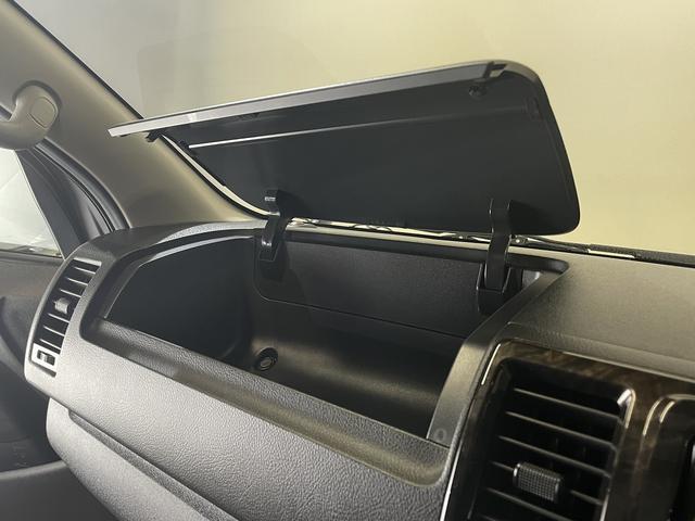 スーパーGL ダークプライム CRSユーズドコンプリートカー入庫・ESSEXフロントリップスポイラーVer4・ファブレスバローネ16インチAW・ローダウン・LEDヘッドライト・両側パワースライドドア・プッシュスタート(32枚目)