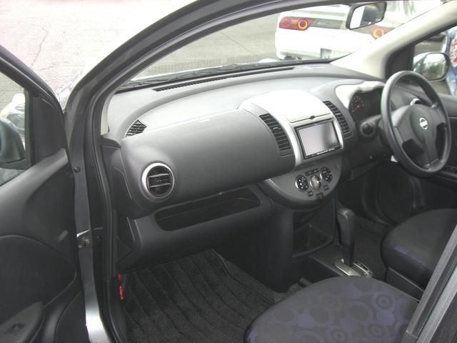 運転席・助手席SRSエアバッグシステムは、万一の前面衝突の際に、シートベルトを補助して乗員への衝撃を緩和する装置です