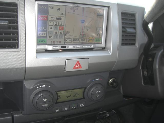 オートエアコンで一年中快適空間!外気温と内気温を測って、冷房・暖房、風の強さ、吹き出し口の位置まですべて車が判断してくれます。勿論マニュアル操作も可能です