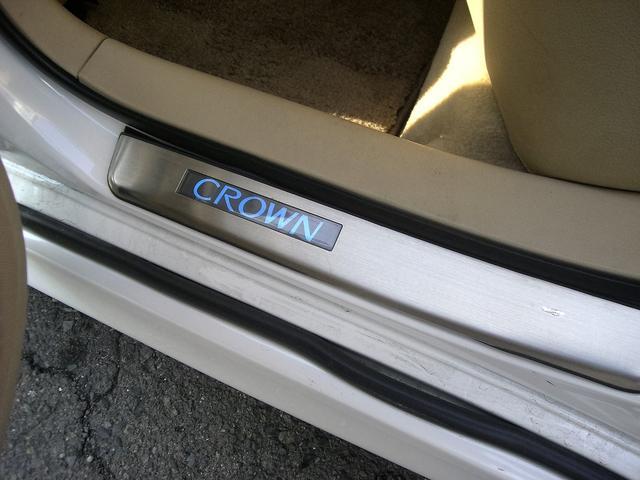 トヨタ クラウン ロイヤルサルーン車高調20インチアルミ