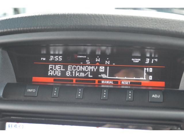 インパネ中央の液晶ディスプレイには多彩な走行情報や環境情報を表示してドライバーをサポートします☆