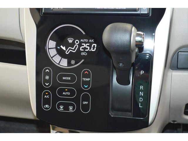 タッチパネル式のオートエアコンです。操作もしやすく快適に運転ができます♪