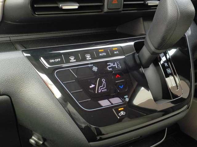 設定した温度で自動に調整してくれるオートエアコンはタッチパネル式なので、お手入れもサッと拭き取れます!作動確認機能つきなので、とても便利ですね!!