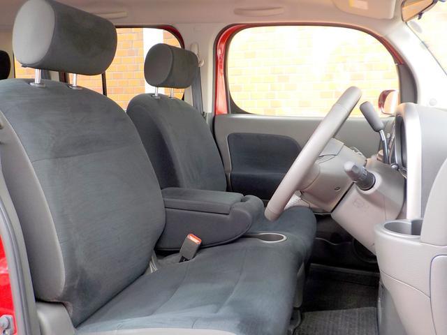 腰を下ろすと、自然な沈み込みとともに体をゆったりと受け止めてくれる、まるでソファのようなシート。着座位置を上下に変更出来ますので、身長や、体型に合わせたシートポジションを調整出来ます。