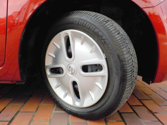 キューブの個性あふれる存在感。ホイールキャップのデザインにもこだわって。走行距離も少ないのでタイヤの溝もバッチリ残っています!ドライブにガンガン使ってください!!