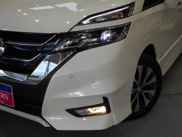 LEDヘッドランプ(ロービーム、オートレベライザー付、プロジェクタータイプ、シグネチャーLEDポジションランプ付)なのでカタチのかっこよく視認性が高く長寿命です。オートハイビーム・オートライト付です。