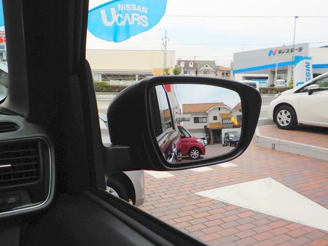 後側方車両検知警報が付いています!車両の後ろ側方の死角に車が居る場合にドアミラーのランプが点灯し、注意を促してくれます!車線変更などのときにとても便利ですね!