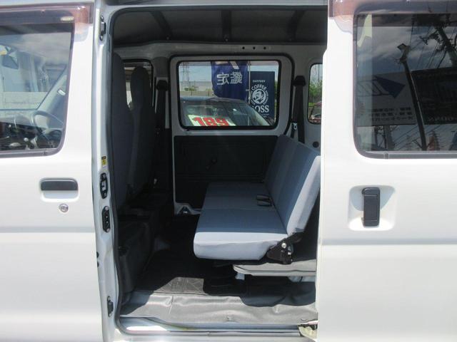 シート、後部座席焦げ穴など無く綺麗な状態です!!