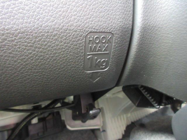 シートを倒すと、車内がこんなに広々空間。シートアレンジ様々で使い方もあなた次第!!