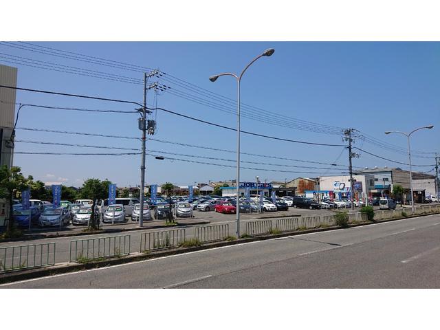 メイン展示場!!色々なお車展示してますよ☆総在庫台数150台以上あります☆欲しい車必ず見つけます。グループ全体在庫台数600台を共有しております。ぜひお越し下さいませ。