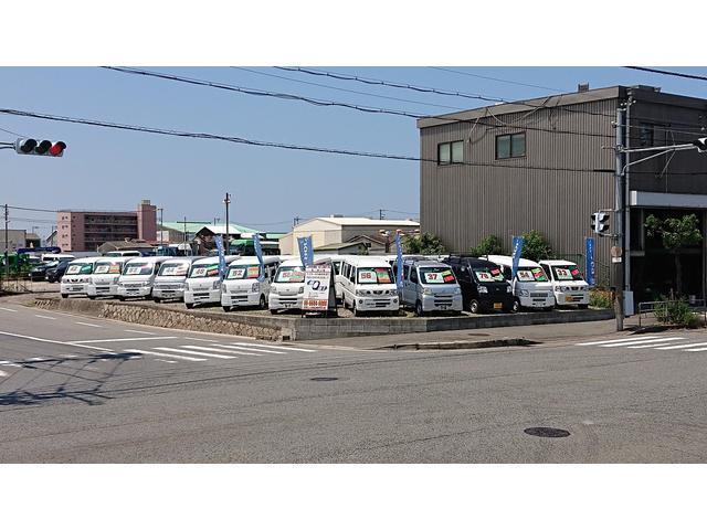 第2展示場☆こちらには軽自動車の商用車(バン・トラック)を展示しております。あなたの希望車みつかります。