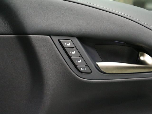 面倒なシートの調整やミラーの調整をボタン1つで呼び出す事が出来るシートメモリー