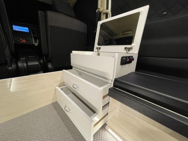 キャンピングカー トランポ 新品架装 車中泊 8ナンバー キャンパー ベッドキット サブバッテリー 走行充電器 USB/DC電源 バンコン 事務室 移動販売車(14枚目)