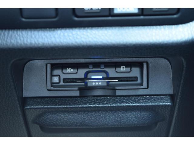 ハイブリッドGiプレミアムパッケジブラックテーラード ZEUS新車カスタムコンプリートカー!エアロ(F/S/R)・フロントグリル・FT・リアウィング・4本出マフラー・車高調・19インチAW・ステンレスピラー・アルパインナビ・ETC・バックカメラ。(23枚目)