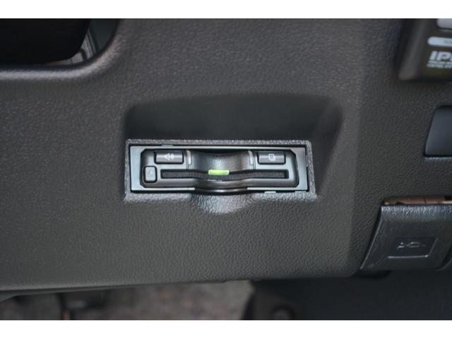 S ZEUS新車カスタムコンプリートカー!エアロ(F/S/R)・ダウンサス・18インチAW・アルパインナビ・ETC・バックカメラ。LEDフォグ・ナビレディーセット付。(19枚目)