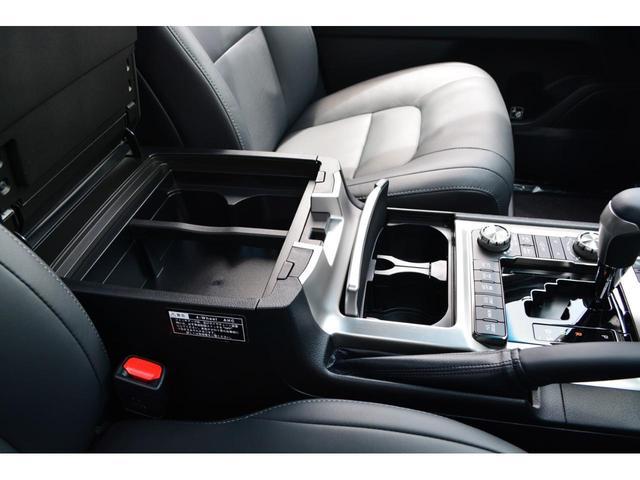 ZX ZEUS新車カスタムコンプリートカー!エアロ(F/R)・4灯フォグ・22インチAW。T-Connectナビ・ETC2.0・全方位カメラ・パワーバックドア・リアエンタテイメントシステム付。(17枚目)