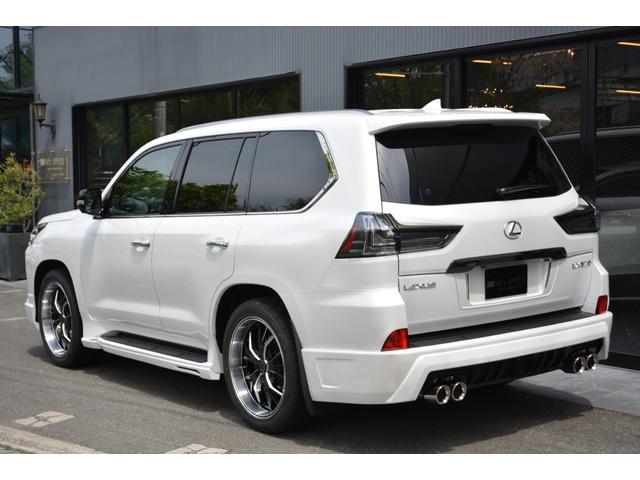 LX570 ZEUS新車カスタムコンプリートカー・エアロ3点・4灯フォグ・22インチアルミ・4本出マフラー・マークレビンソン・リアエンターテイメントシステム・置くだけ充電(3枚目)