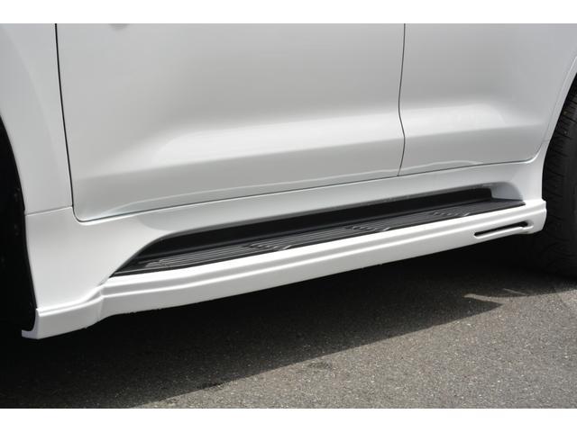 LX570 ZEUS新車カスタムコンプリートカー・エアロ3点・4灯フォグ・22インチアルミ・4本出マフラー・マークレビンソン・リアエンターテイメントシステム・置くだけ充電(6枚目)