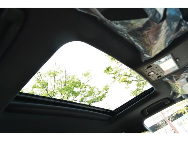 LX570 ZEUS新車カスタムコンプリートカー・エアロ3点・4灯フォグ・22インチアルミ・4本出マフラー・マークレビンソン・リアエンターテイメントシステム・置くだけ充電(16枚目)