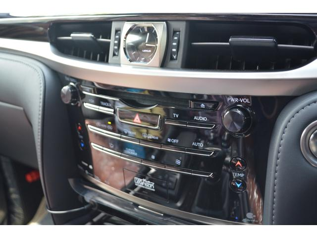 LX570 ZEUS新車カスタムコンプリートカー・エアロ3点・4灯フォグ・22インチアルミ・4本出マフラー・マークレビンソン・リアエンターテイメントシステム・置くだけ充電(19枚目)