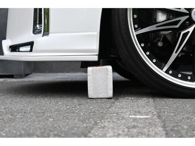 エグゼクティブラウンジS ZEUS新車カスタムコンプリートカー・エアロ3点・グリル・FT・車高調・22インチ・マフラー・メッキピラー・10.5型ディスプレイ・置くだけ充電・ツインムーンルーフ・ITS・ACコンセント(12枚目)