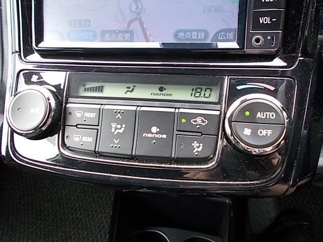 オートタイプのエアコンです。自動で風量を制御し、ナノイーによる心地よい空気で車内をいつも快適です。