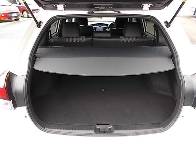 載せられる荷物が増えれば、クルマが活躍するシーンも増えます。ゆとりのスペースでライフスタイルも楽しく変化しますよ♪トノカバー付きで安心です!車上荒らし予防にも効果的ですよ。