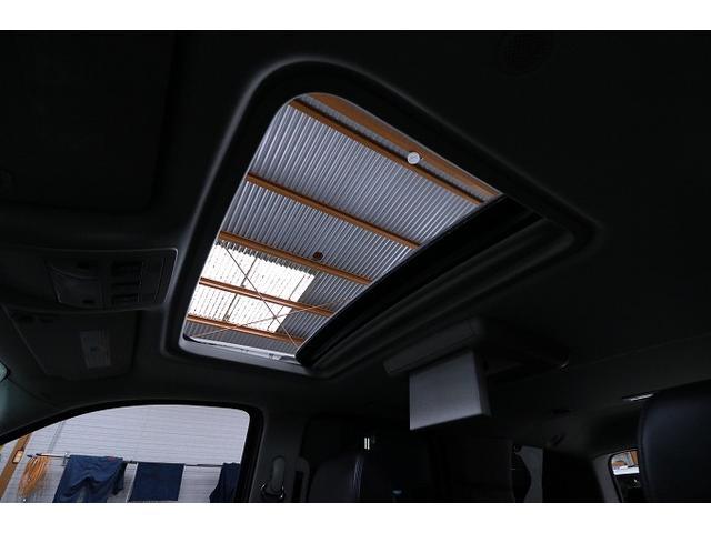 こだわりの快適装備サンルーフ!!ちょっとした空気の入れ替えや車内への光の取り込みができ、気分転換しながら快適なドライビングが出来ます♪