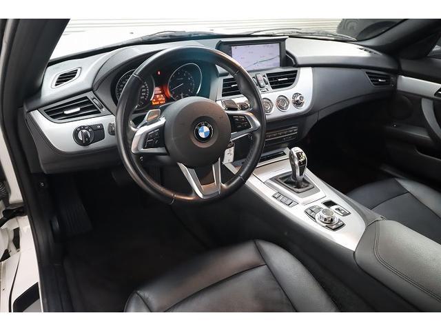 高級感と機能性を兼ね備えた運転席周りです!!まるで自宅にでも要るようなリラックスできる感覚♪昼間でも見やすいメーターや操作しやすいスイッチが付いています♪
