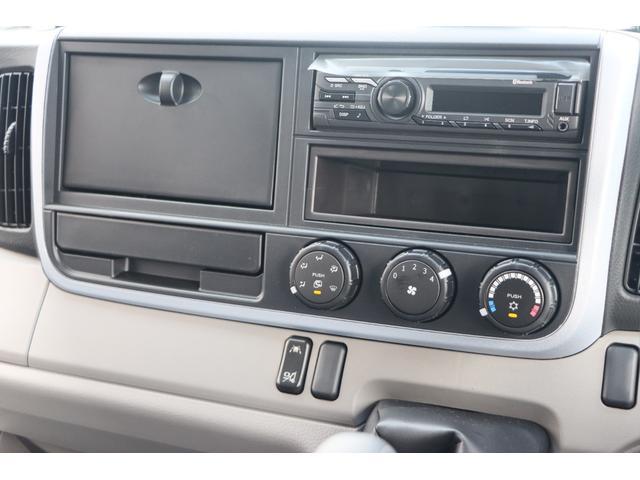 Wキャブ全低床 リアヒーター/衝突軽減ブレーキ/車両安定制御装置/左電格ミラー/Rダブルタイヤ/アドブル使用車/純正デッキ/AUX/ワンオーナー(11枚目)