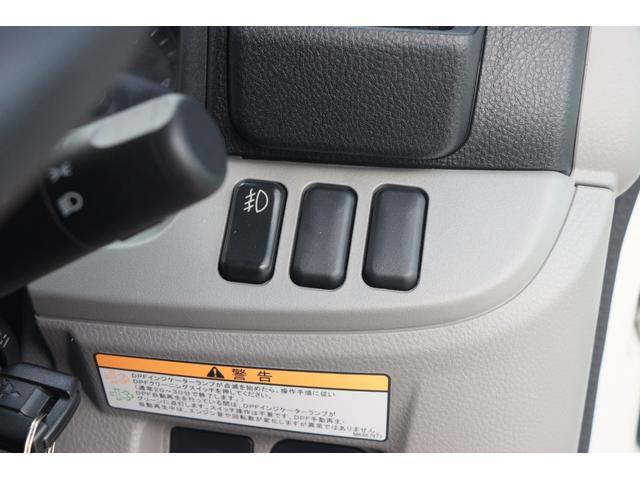 Wキャブ全低床 リアヒーター/衝突軽減ブレーキ/車両安定制御装置/左電格ミラー/Rダブルタイヤ/アドブル使用車/純正デッキ/AUX/ワンオーナー(12枚目)
