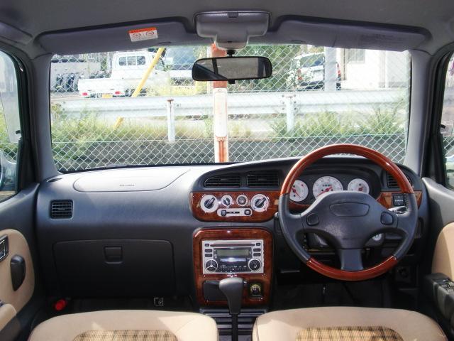 乗員に優しい安全インテリアSOFI(ソフィ)!運転席と助手席にSRSエアバックを標準装備。前方からの強い衝撃をセンサーが感知すると、エアバックが瞬時に膨張。シートベルトの働きと合わせて乗員を守ります。