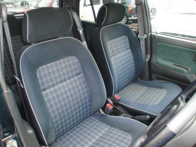 中期モデルのミニライトスペシャルはブラックを基調としたモケットタイプシート。内装のお手入れは全車カービューティープロにお任せ下さい。