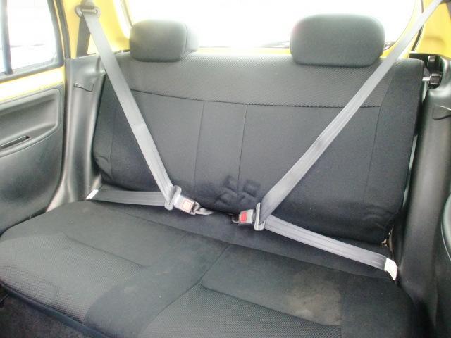 後部シートはチャイルドシート固定機構付リヤ3点式ELRシートベルトの採用のほか、ワンタッチでチャイルド&ベビーシートが脱着できるISO FIX規格にも対応しています。
