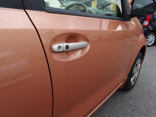 スマートキーを所持していればドアハンドルのプッシュボタンを押すことでドアロック開閉が可能です。