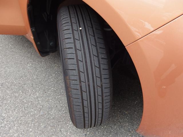 前後タイヤの残り溝もタップリあります。ご希望の方にはスタッドレスタイヤをプレゼント!
