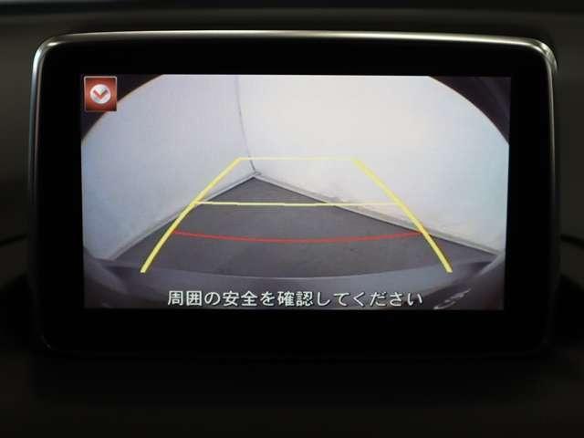 後退時に車両の後ろ側をモニター画面にカラー表示致します。車庫入れなどでバックをする際に後方確認が出来る為、バック、車庫入れが苦手な方でも安心して運転が出来ます。