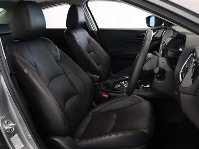 人間工学に基づいて設計された安全かつ一体感のある運転席です。