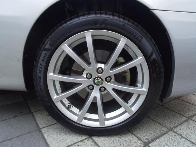 タイヤはピレリードラゴンスポーツ215/45/17が装備されています。残9分山