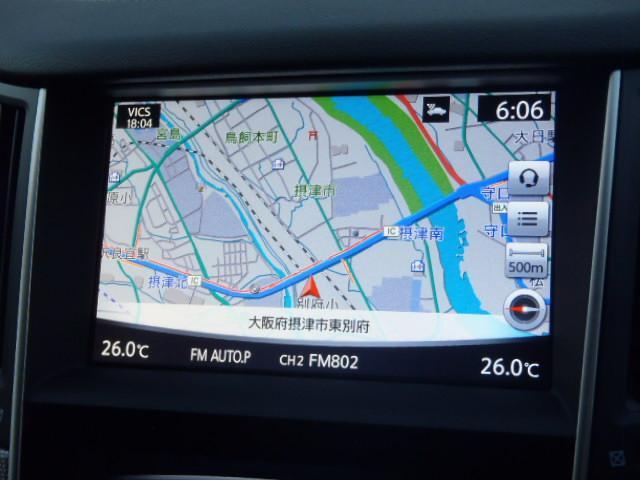 必要な情報を一度に大きく表示できる、大画面ツインディスプレイ(8インチワイド&7インチワイド)。目的地などを設定する場合、ツインモニターでは地図を全画面表示したまま目的地の検索が可能。