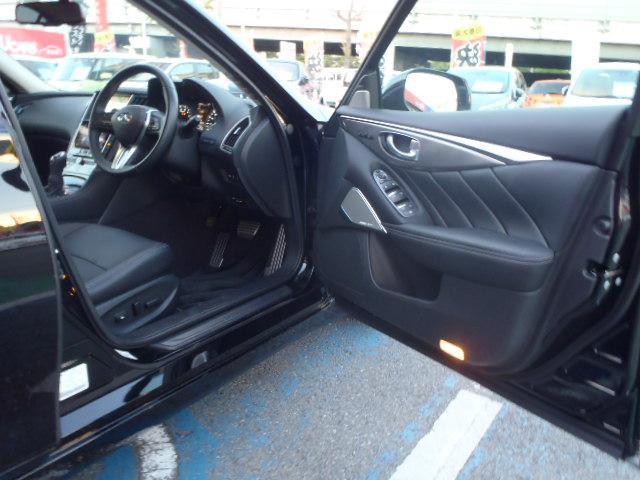 運転席パワーシートには、キーごとにハンドル、シート、ドアミラーの位置を自動的に変更してくれるパーソナルドライビングポジションメモリーシステムや、さらに安全性の高まるサイド・カーテンエアバッグ付!