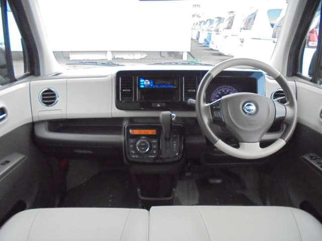 オフホワイトカラーで、ドレッシーに仕上げられたフロント周り!フロントガラスも大きく、運転しやすいですよ!!